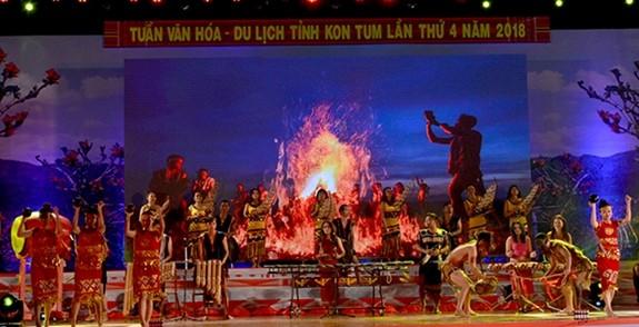 Coup d'envoi de la semaine culturelle et touristique de Kon Tum 2018 - ảnh 1