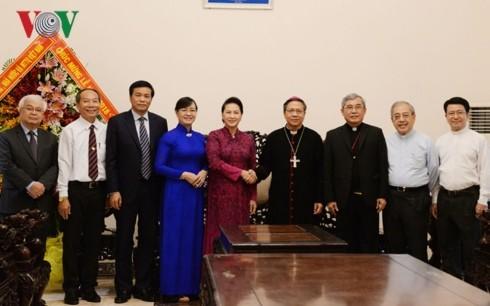 Noël: Les dirigeants présentent leurs voeux aux catholiques - ảnh 1