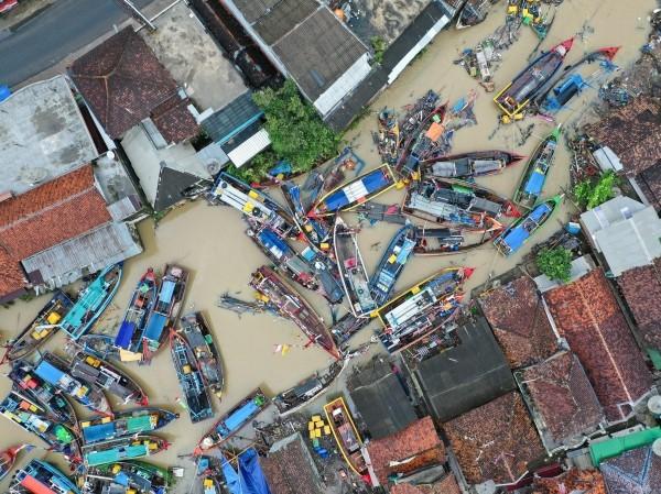 Tsunami en Indonésie: la pluie ralentit les secours - ảnh 1