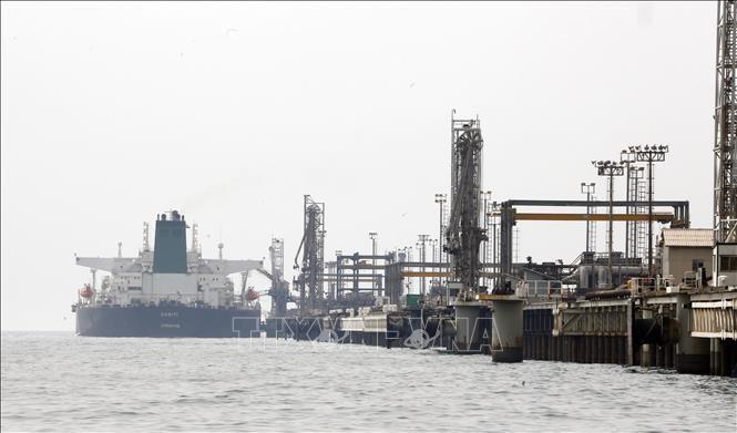Dédollarisation: l'Iran vendra du pétrole en monnaie nationale - ảnh 1