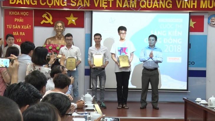 Remise des prix du concours «Initiatives pour le développement communautaire 2018» - ảnh 1