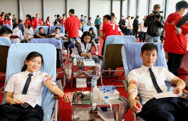 Ouverture de la campagne de don du sang «Printemps rose» - ảnh 1