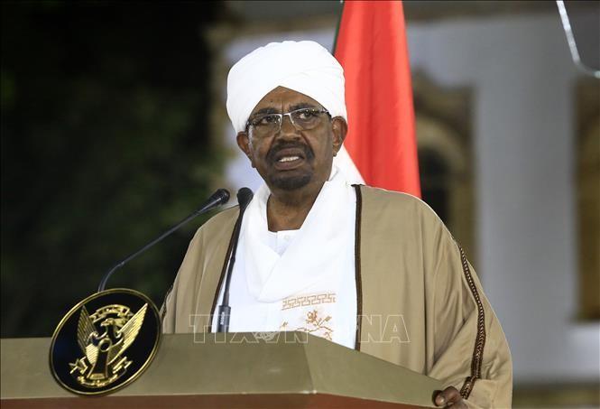 Soudan: Omar el-Béchir déclare l'état d'urgence et limoge le gouvernement  - ảnh 1