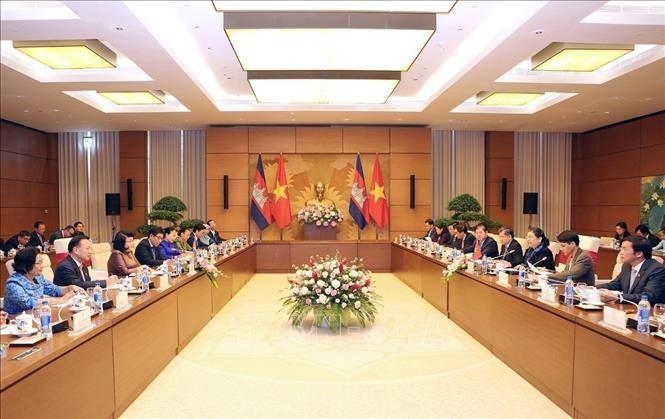 Khuon Sudary en visite officielle au Vietnam  - ảnh 1