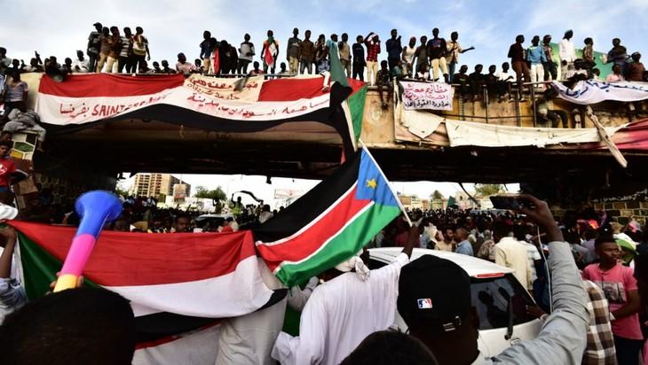 """Au Soudan, le mouvement de contestation exige un gouvernement civil """"immédiatement"""" - ảnh 1"""