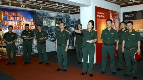 Dien Bien Phu : exposition sur les civils ayant contribué au transport des armes - ảnh 1