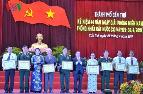 Nguyên Thi Kim Ngân au 44e anniversaire de la libération de Cân Tho - ảnh 1
