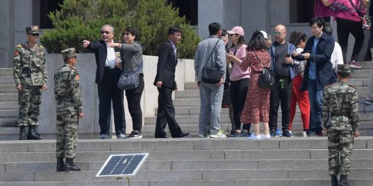 Deux Corées: des touristes de nouveau en visite dans le village de la trêve - ảnh 1