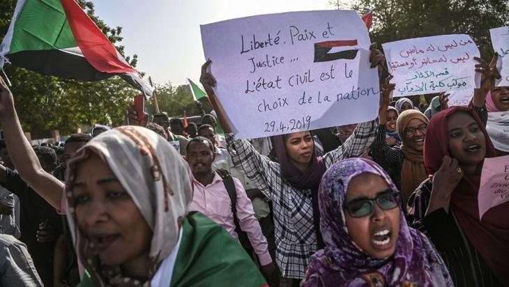 Soudan : l'UA demande le retour à un pouvoir civil d'ici deux mois   - ảnh 1