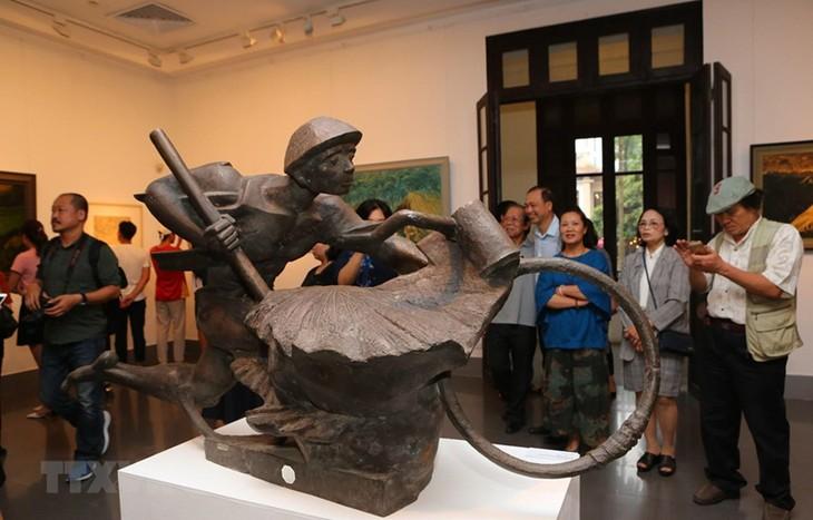 Exposition de beaux-arts sur les soldats de Diên Biên - ảnh 1