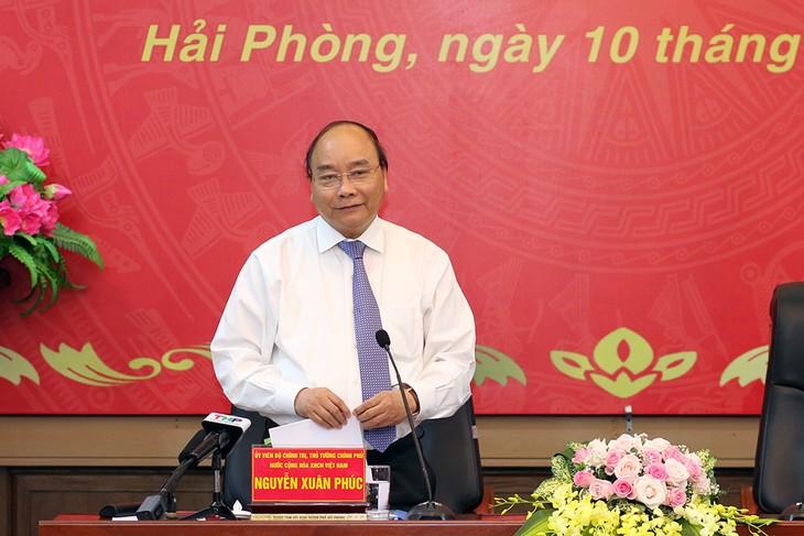 Le Premier ministre rencontre les dirigeants de la ville portuaire de Hai Phong - ảnh 1