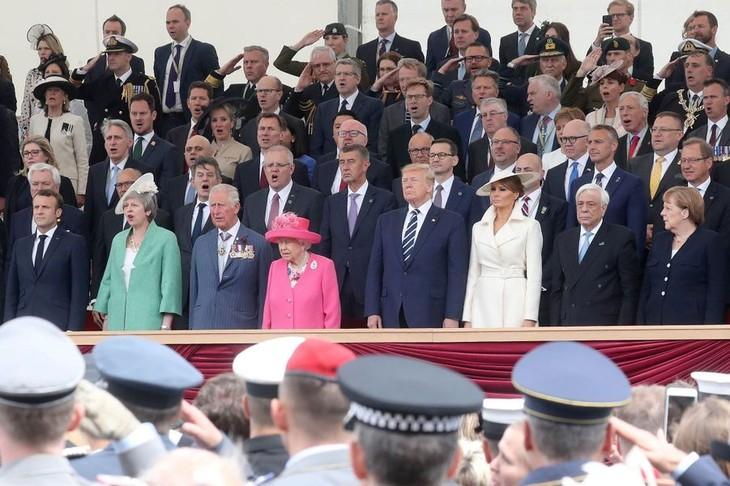Elizabeth II remercie les héros du D-Day aux côtés de Trump et Macron  - ảnh 1