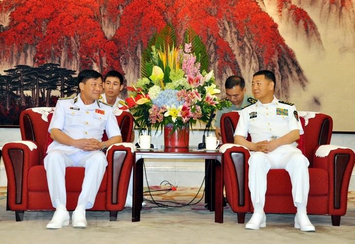 Une délégation de la marine vietnamienne en visite en Chine  - ảnh 1