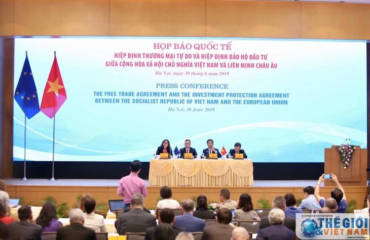 Conférence de presse sur la signature de l'EVFTA et de l'EVIPA - ảnh 1