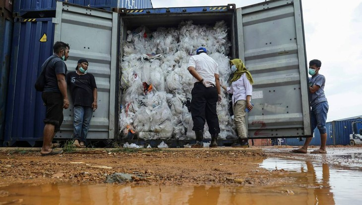 Le Cambodge s'apprête à retourner à l'envoyeur 1.600 tonnes de déchets plastiques - ảnh 1