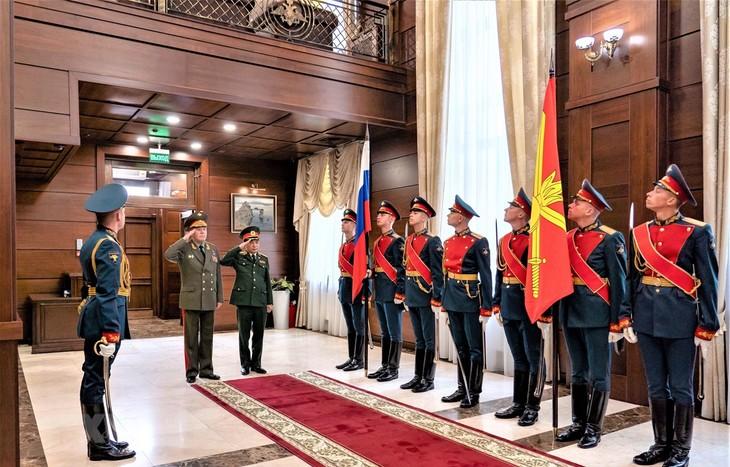 Une délégation militaire vietnamienne de haut rang en visite en Russie - ảnh 1