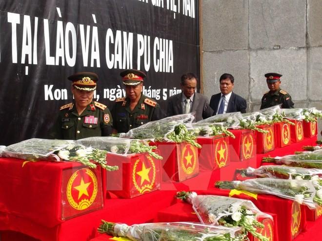 Truy điệu và an táng hài cốt liệt sĩ hy sinh tại Lào và Campuchia - ảnh 1