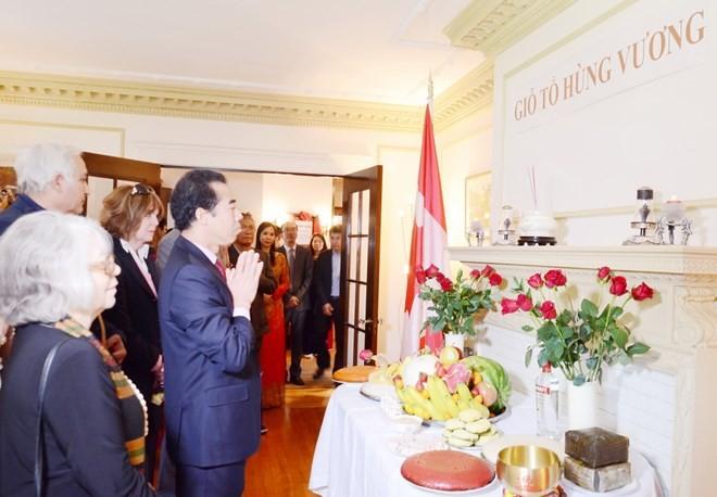 Người Việt ở Canada dâng hương giỗ tổ Hùng Vương  - ảnh 1