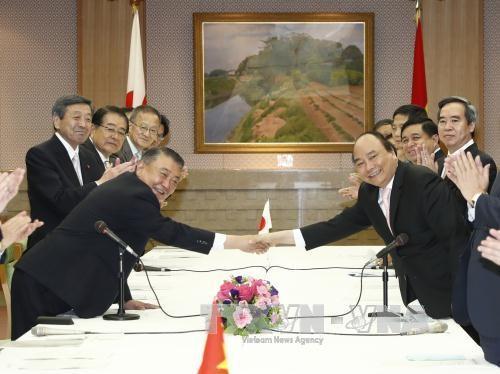 Thủ tướng Nguyễn Xuân Phúc hội kiến Chủ tịch Hạ viện Nhật Bản  - ảnh 1