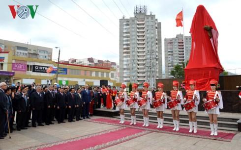 Khánh thành tượng đài Bác Hồ trên quê hương Lenin – Ulyanovsk - ảnh 1