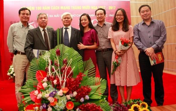 Tuyển thơ Nga Đợi anh về - nhịp cầu kết nối tâm hồn Nga - Việt - ảnh 4