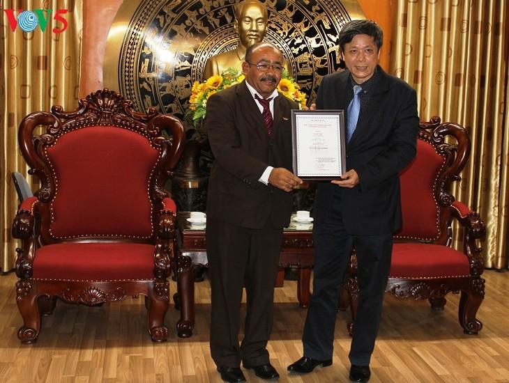 Đài Tiếng nói Việt Nam trao giải thưởng toàn quốc về thông tin đối ngoại cho nhà báo Cuba  - ảnh 2