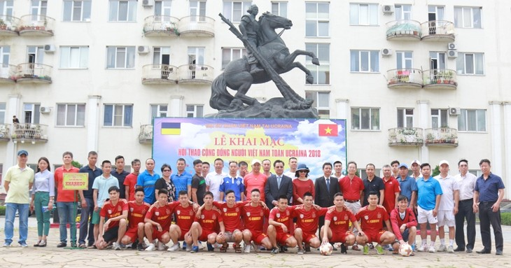 Sôi động ngày hội thể thao của cộng đồng người Việt Nam tại Ukraine - ảnh 1