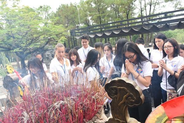 Trại hè Việt Nam 2018: Viếng nghĩa trang Trường Sơn và thăm địa đạo Vĩnh Mốc - ảnh 1