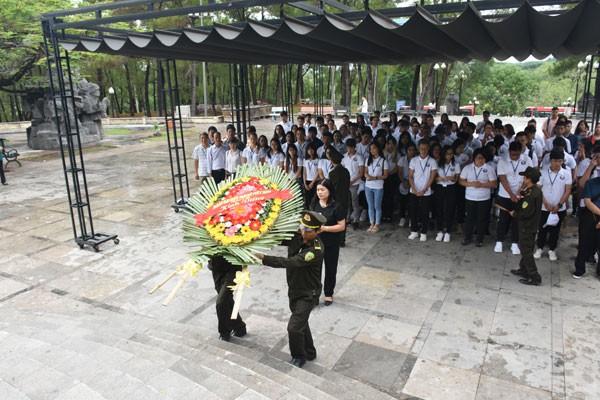 Trại hè Việt Nam 2018: Viếng nghĩa trang Trường Sơn và thăm địa đạo Vĩnh Mốc - ảnh 2