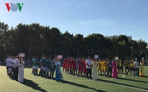Khai mạc giải bóng đá cộng đồng người Việt tại Nga - ảnh 1