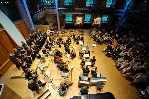 Dàn nhạc giao hưởng hàng đầu thế giới biểu diễn tại phố đi bộ Hồ Gươm tối 6/10 - ảnh 1