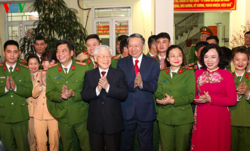 Tổng Bí thư, Chủ tịch nước chúc Tết một số đơn vị trực giao thừa - ảnh 1