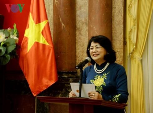 Phó Chủ tịch nước Đặng Thị Ngọc Thịnh tiếp Đoàn đại biểu dự hội nghị quốc tế Văn học - ảnh 1
