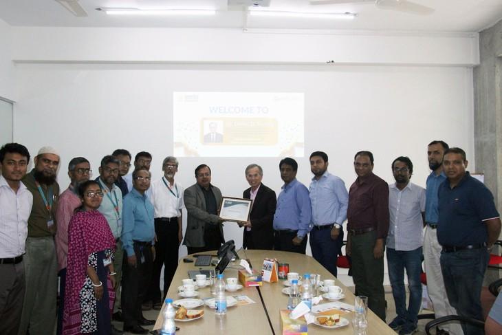 Đại học Bangladesh phong hàm GS danh dự cho GS BS gốc Việt - ảnh 1