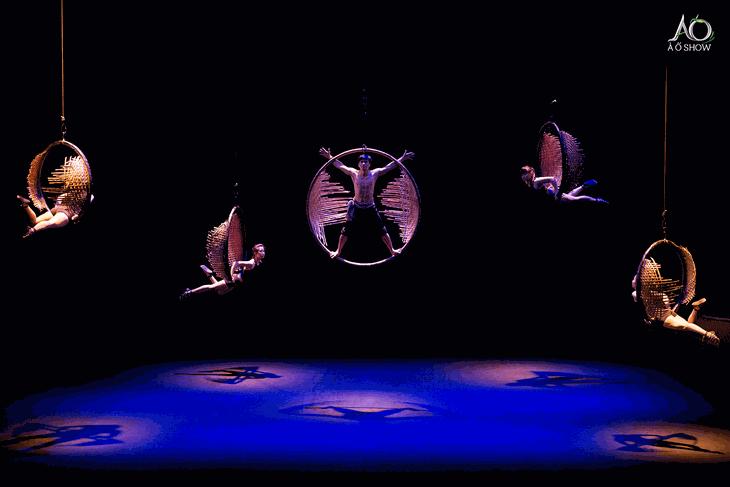 Những show sân khấu đương đại đình đám tại Việt Nam - ảnh 1