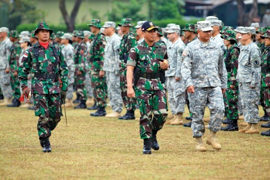 อินโดนีเซียและสหรัฐทำการซ้อมรบร่วม - ảnh 1