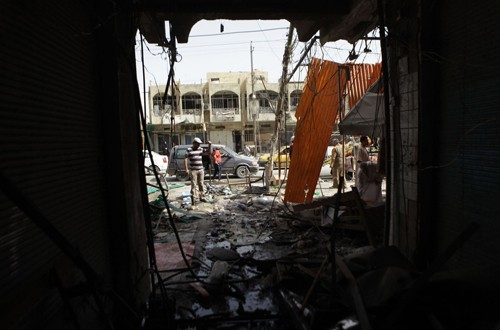 มีผู้เสียชีวิตและได้รับบาดเจ็บจำนวนมากจากเหตุระเบิดในประเทศอิรัก - ảnh 1