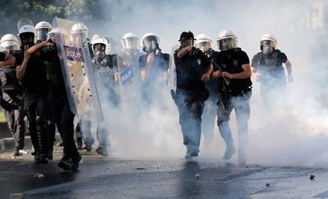 รัฐบาลตุรกีเตือนว่า อาจใช้กำลังทหารสลายการชุมนุมประท้วง - ảnh 1