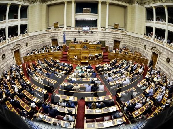 รัฐสภากรีซอนุมัติแผนการปฏิรูปเพื่อแลกกับวงเงินช่วยเหลือ - ảnh 1
