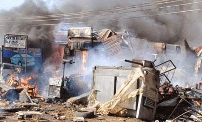 มีผู้เสียชีวิตและได้รับบาดเจ็บจำนวนมากจากเหตุระเบิดฆ่าตัวตายในไนจีเรีย - ảnh 1