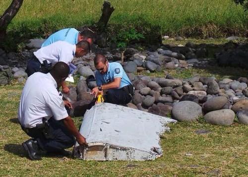 พบซากชิ้นส่วนเครื่องบินมาเลเซียแอร์ไลน์เที่ยวบินเอ็มเอช 370 ในมหาสมุทรอินเดีย - ảnh 1