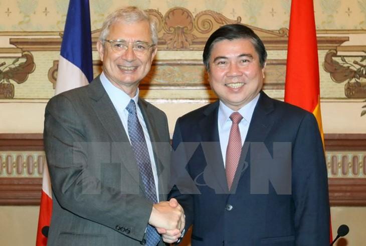 ประธานรัฐสภาฝรั่งเศสเสร็จสิ้นการเยือนเวียดนามด้วยผลสำเร็จอย่างงดงาม - ảnh 1