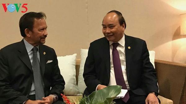 นายกรัฐมนตรี เหงวียนซวนฟุกพบปะกับสมเด็จพระราชาธิบดี ฮัจญี ฮัสซานัล โบลเกียห์แห่งบรูไน - ảnh 1