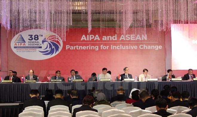 เวียดนามเสนอให้ร่วมมือพัฒนาเออีซีให้เท่าเทียมกันและขยายตัวในรอบด้าน - ảnh 1