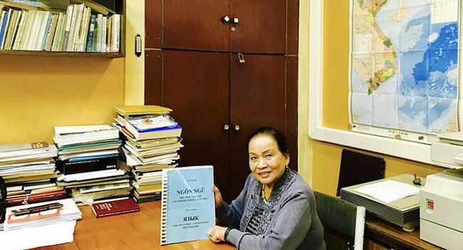 นักวิทยาศาสตร์หญิงเวียดนามได้รับเข็มที่ระลึกพุชกิ้นแห่งรัสเซีย - ảnh 1
