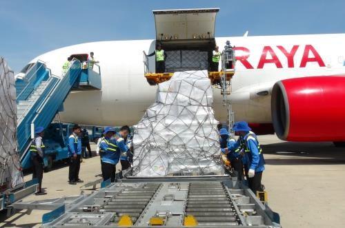 รับมอบสิ่งของช่วยเหลือของอาเซียนให้แก่ประชาชนที่ได้รับความเสียหายจากพายุไต้ฝุ่นดอมเรย - ảnh 1