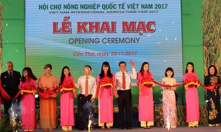 เปิดงานแสดงสินค้าการเกษตรนานาชาติเวียดนาม 2017 - ảnh 1
