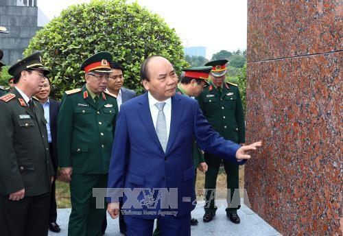นายกรัฐมนตรีประชุมกับคณะกรรมการบริหารดูแลสุสานประธานโฮจิมินห์ - ảnh 1