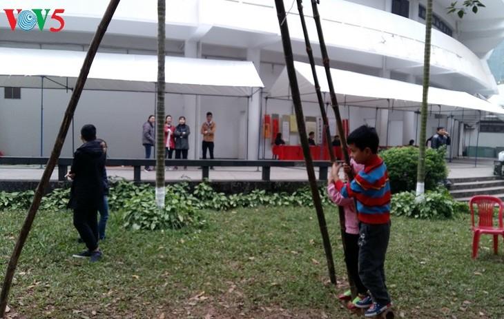 สีสันวัฒนธรรมที่หลากหลายของจังหวัดบิ่งเฟือกในกรุงฮานอย - ảnh 1