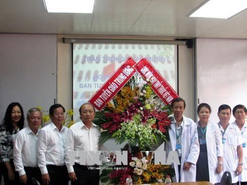 รำลึกวันแพทย์เวียดนาม 27 กุมภาพันธ์ แสดงความสำนึกในบุญคุณต่อแพทย์และพยาบาลดีเด่น - ảnh 1
